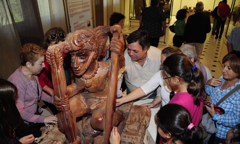 Tocando Esculturas de Chocolate